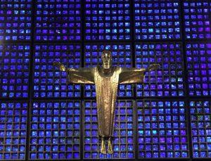 Christus am Kreuz - Kaiser-Wilhelm-Gedächtniskirche Berlin (c) Foto: Steffen Bürger 2016 Mit freundlicher Genehmigung: http://www.gedaechtniskirche-berlin.de/page/5/kontakt#Gemeindehaus